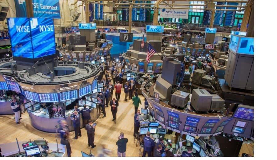La Fed baja los tipos de interés para minimizar riesgos
